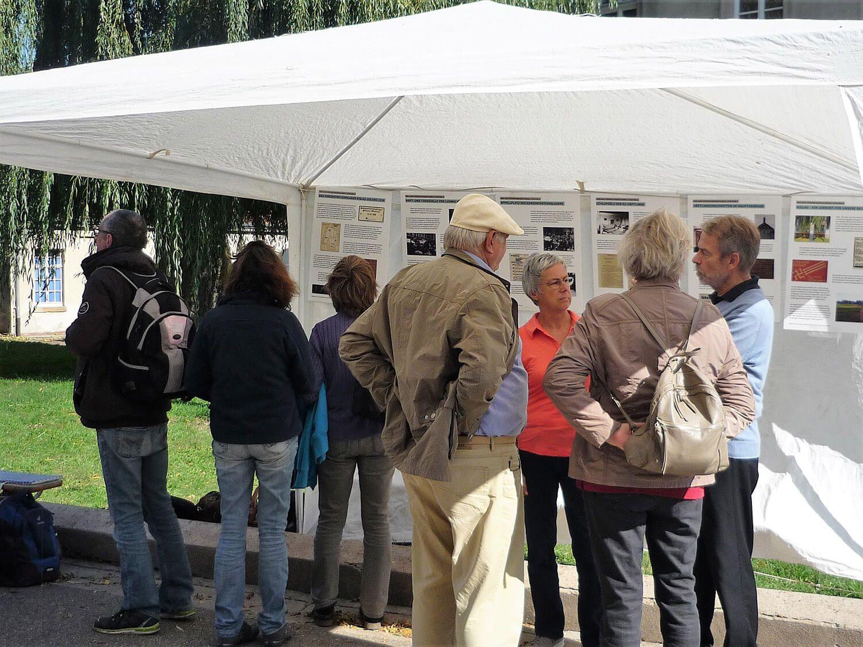 Gemeinsam organisierter Stand durch die Initiative Kislau-Forum beim Hoffest im Schloss Kislau